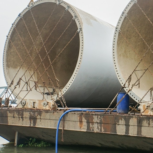 Shipment of oversized columns and vessels on ocean carriers